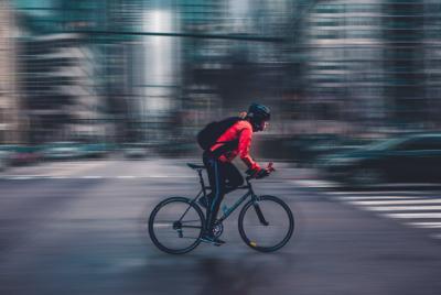 Cyklodoprava: zdraviu prospešná aktivita či zdravotné riziko?