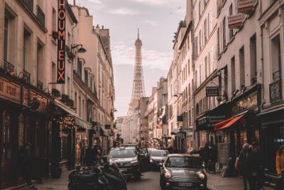 Paríž radikálne bojuje proti znečisteniu ovzdušia. Zakážu v centre Paríža autá?